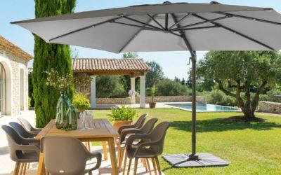 Les principaux atouts d'un parasol en bois avec pied excentré pour les hôtels et les restaurants